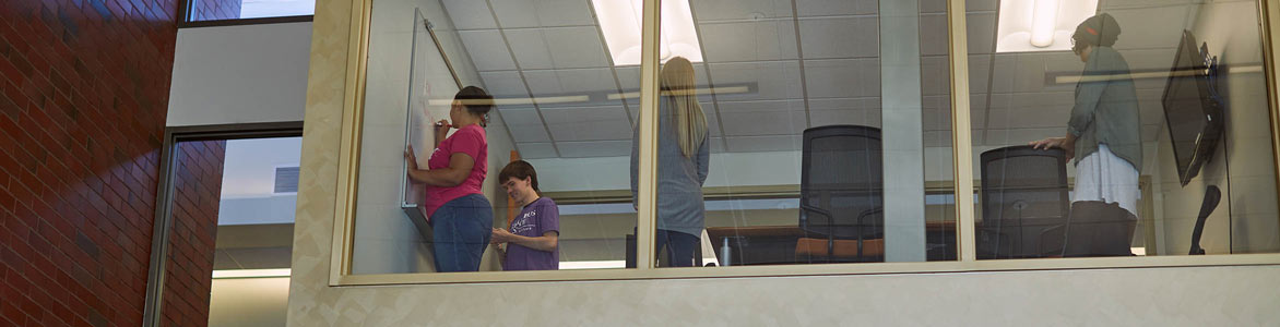 Students studying at the Delaware Campus