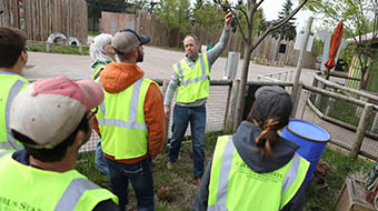 Landscape students pitch in at the Columbus Zoo.